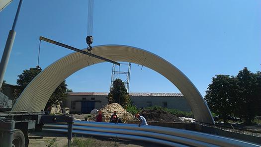 Металлический ангар – процесс строительства бескаркасного ангара